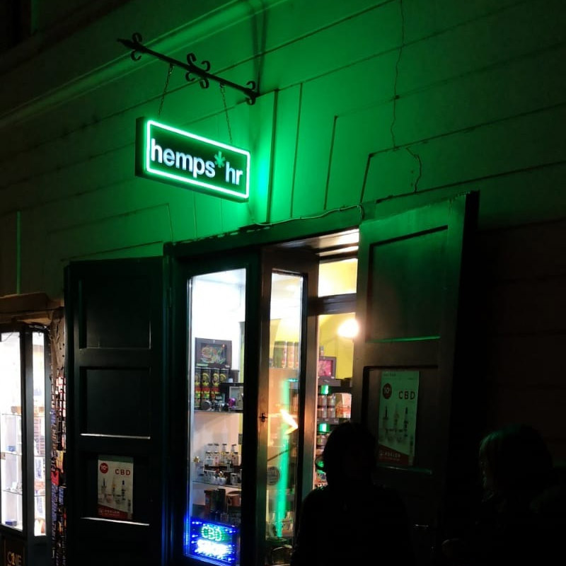 hemps shop in zagreb at night